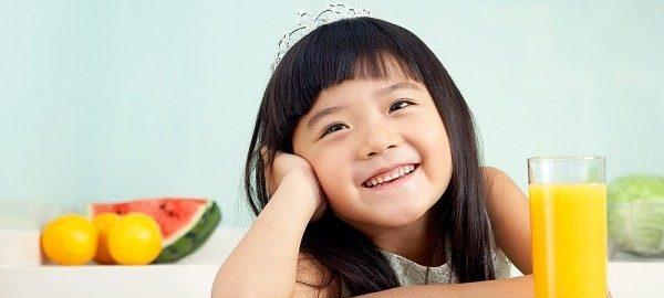 tre-uong-nuoc-cam-hang-ngay-co-tot-khong213sdasdas